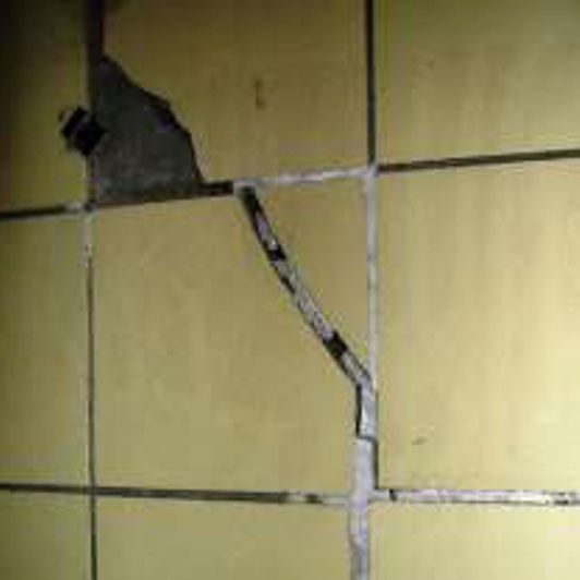 Cracking at load-bearing inner wall